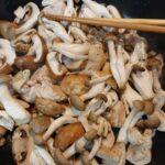 キノコと鶏肉のガーリックソース炒め